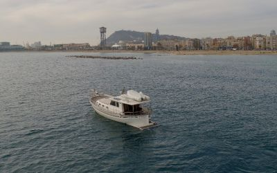 the menorquín yacht 150 es cau in barcelona with charterinad