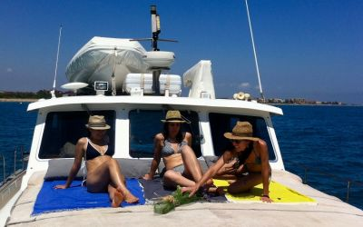 relax & sailing in Barcelona with charterinad