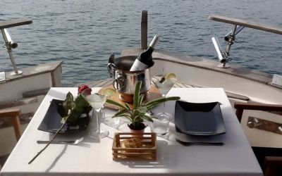 romantic lunch on board in Barcelona with charterinad